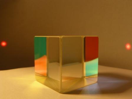 Светоделмтельный кубик из стекла К8 в работе на 632.8 нм