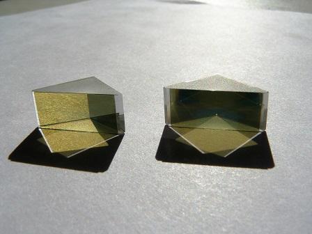 Вклейка стеклянных поляризаторов  CODIXX  на рабочую поверхность призмы